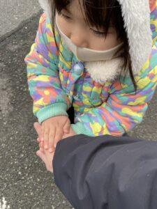 手を温めてくれています
